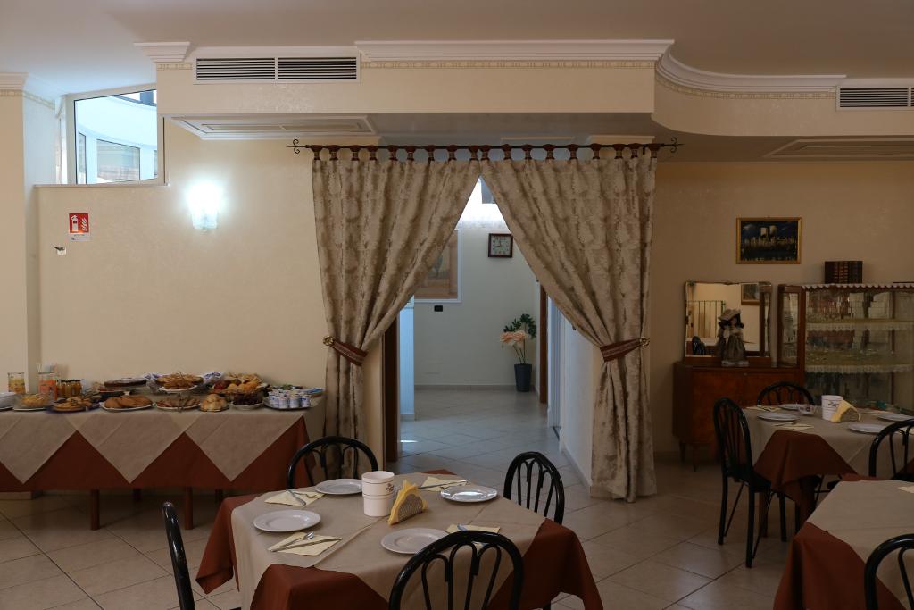 07_sala_ristorante_carriera_hotel