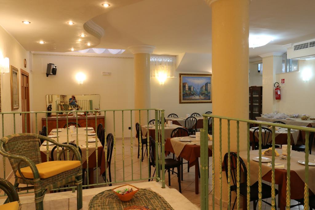 14_sala_ristorante_carriera_hotel