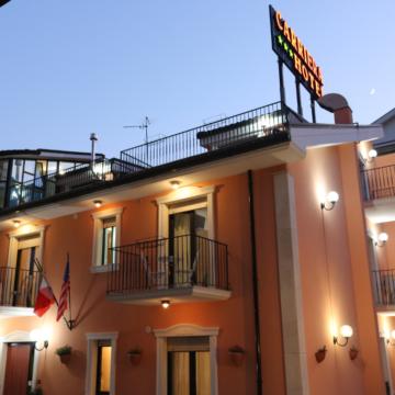 23_esterno_diurno_carriera_hotel